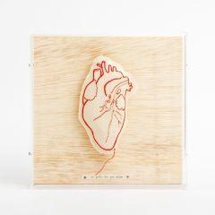quadro galeria coração bordado